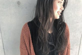秋冬のロングヘアは、重すぎないダークトーンのカラーが人気