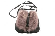 人気のレオパード柄も。この秋冬、巾着ファーバッグのコーデがおすすめな理由
