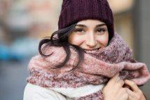 チェックに赤にピンク。ボリュームマフラー&大判ストールが、秋冬ファッションにおすすめ