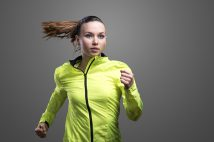 NIKE(ナイキ)の復刻版カラーブロックブルゾン「スポーツウェア ウィンドランナー」が人気